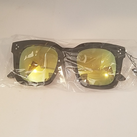 Kiss Accessories - LARGE SQ Black Frame yellow mirror leNS NEW
